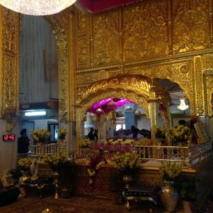 Intérieur du temple entièrement en or