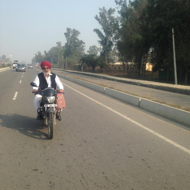 En route vers la frontière - Route de Wagha