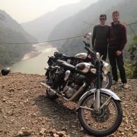 Les pilotes au bord du Gange