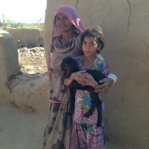 Mère et fille, village du désert de Kamal