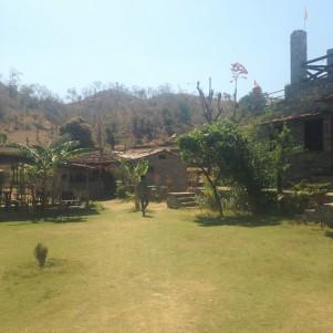 Déjeuner dans le Resort de la montagne - Route d'Udaïpur