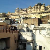 Vue sur le City Palace de la terrasse de l'hôtel - Udaïpur