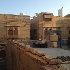 Vue sur les petites rues de Jaisalmer