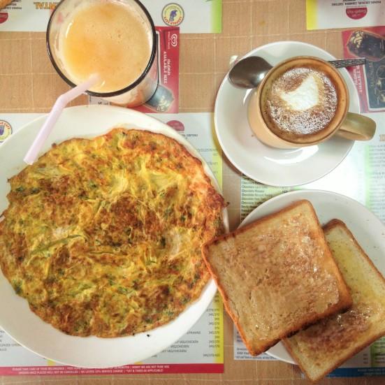 Petit déjeuner - Léopold Café - Bombay