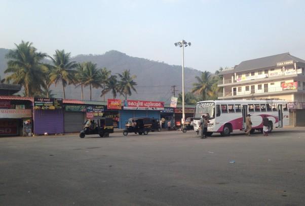 Parking aire d'autoroute - To Munnar